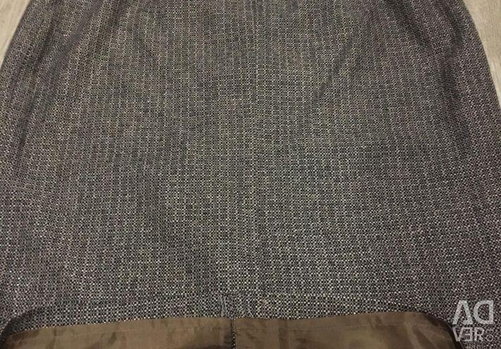Creionul fusta noua lana