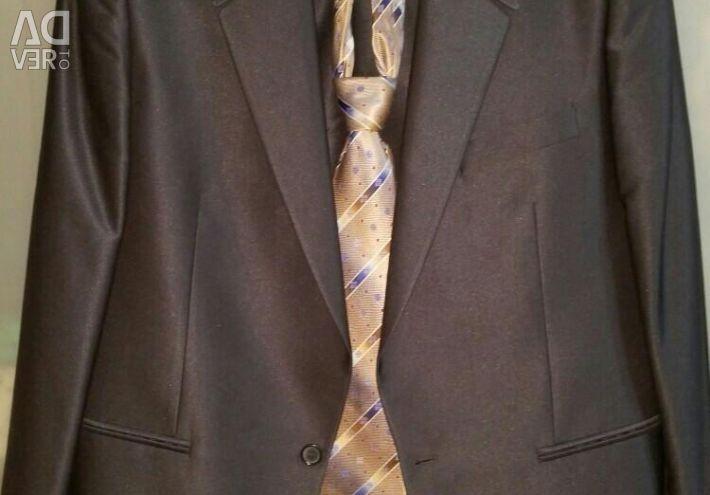 Men's suit in perfect condition