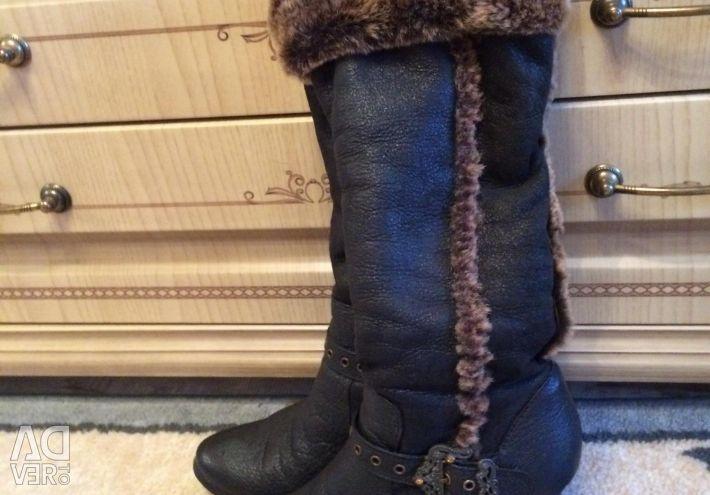Μπότες από φυσικό γούνα και δέρμα