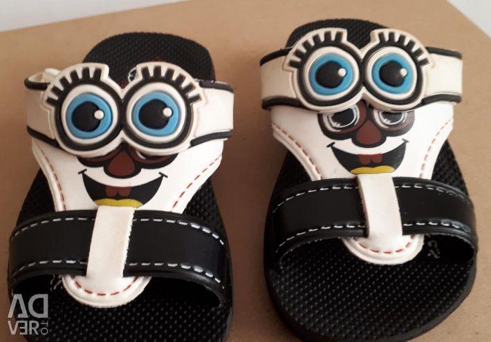 Papuci pentru copii nou, prețul este redus
