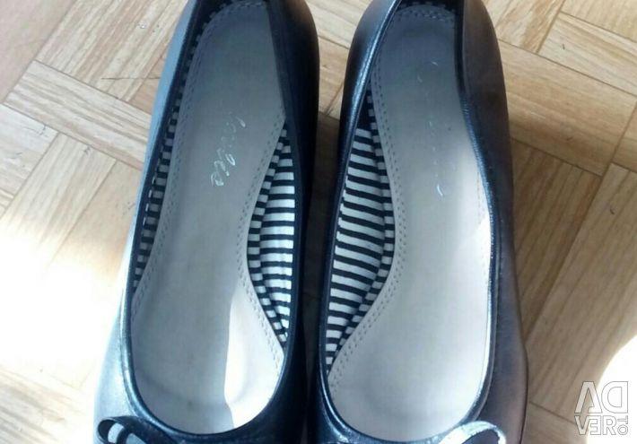 Pantofi cu pană