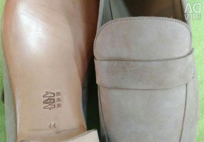 Νέα παπούτσια. Πώληση!