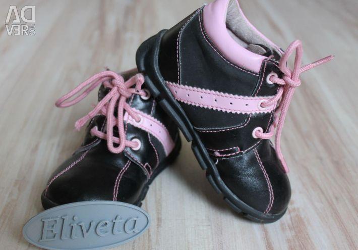Δερμάτινα παπούτσια μεγέθους 22-23 σε άριστη κατάσταση