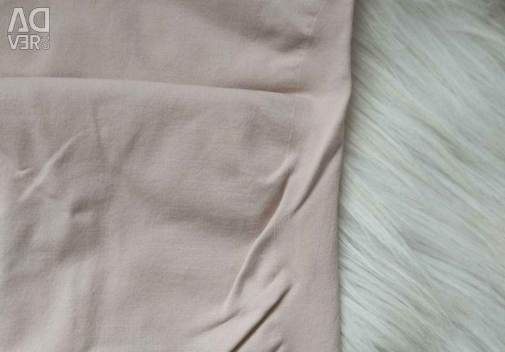 T-shirt in flesh-colored shapewear