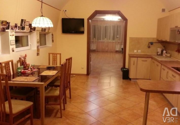 Квартира, 3 кімнати, 130 м²