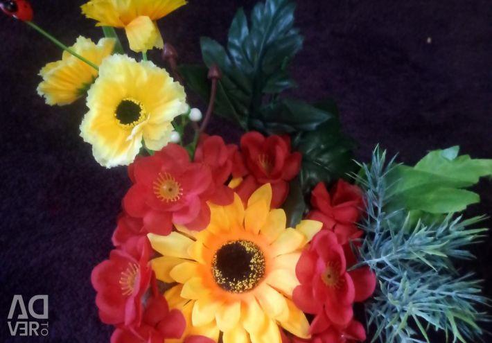 Flori într-o vază, coș