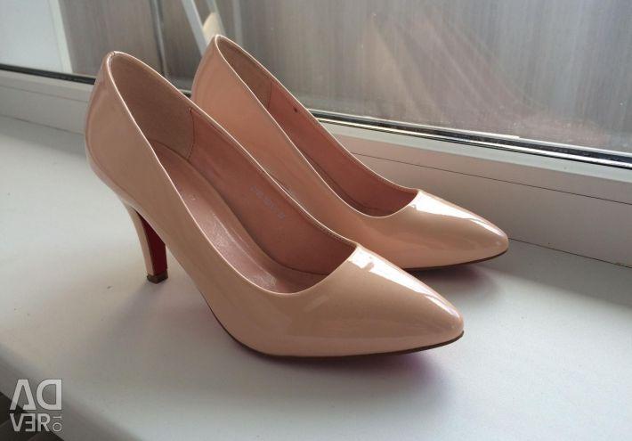 Voi vinde pantofii barcii