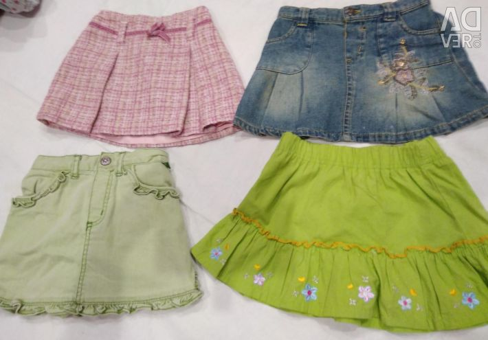 Things on girl skirt for 3 years