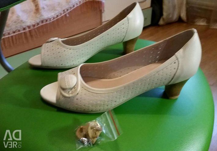 Pantofi de piele noi