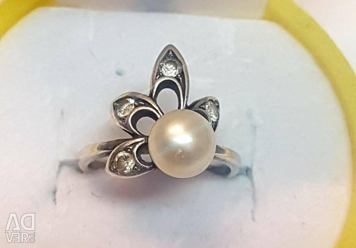 Ring with pearls. 925 sterling silver