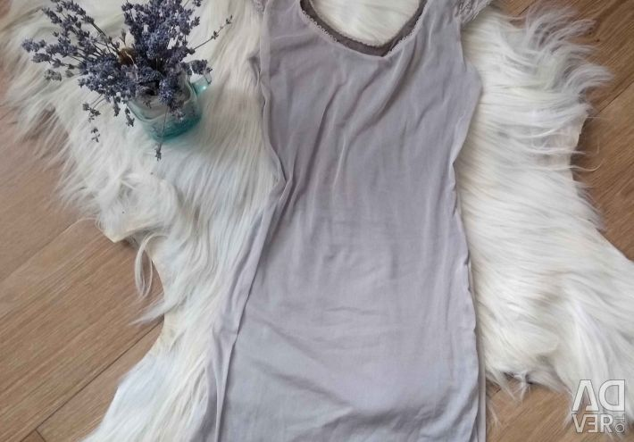 The combination of a nightie in beige with guipure