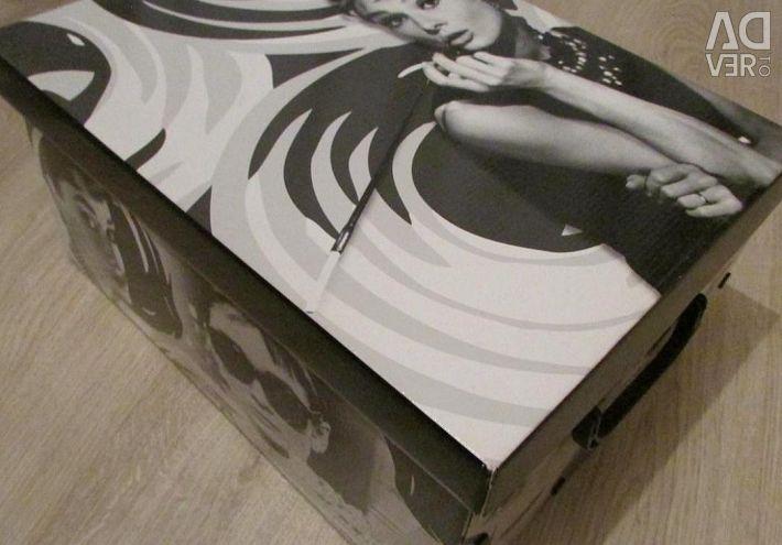 Stylish interior box