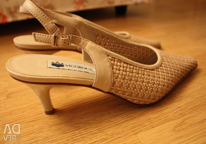 Dinç sandalet