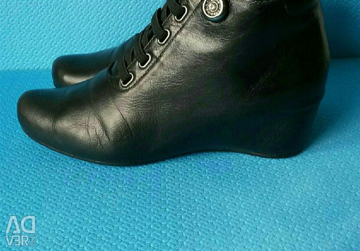 Leather shoes and Ankle boots, s.38
