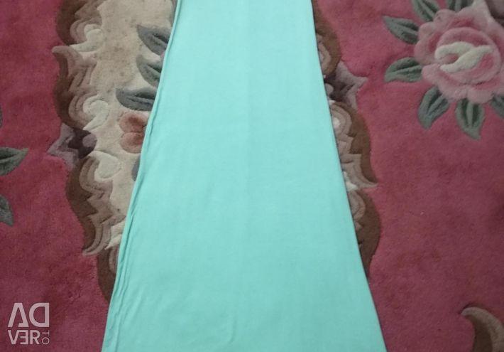 Καλοκαιρινό φόρεμα στο πάτωμα