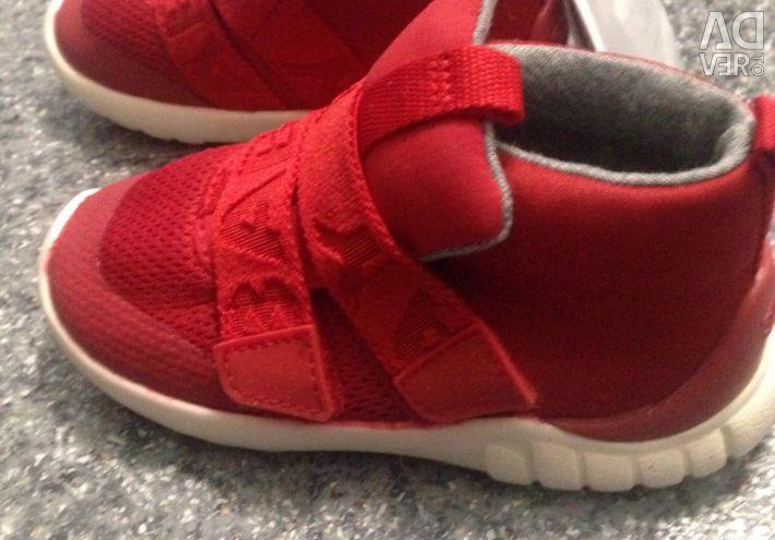 Pantofi noi pentru copii Zara