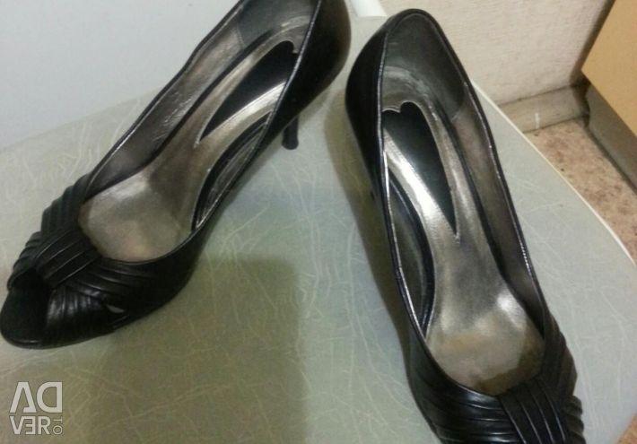 Pantofi negri din piele