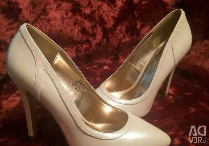 Varnished shoes. NEW