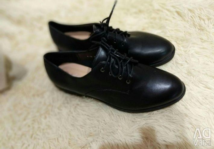 Pantofii femei mici noi