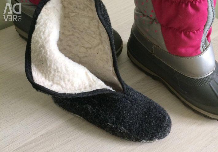 Kotofei rubber boots p. 27-28