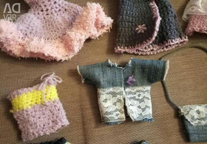 Bebekler için kıyafet takımları