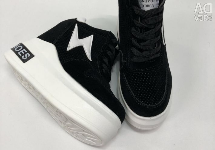 Pantofi cu platformă înaltă