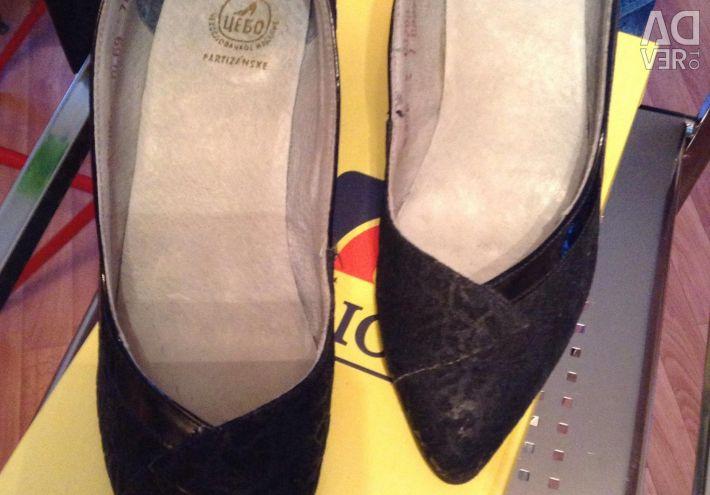 Туфли натуральная кожа фирменные 37
