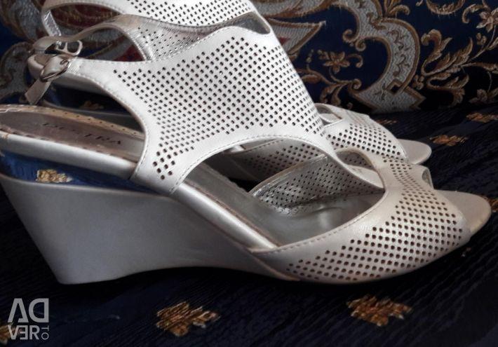 Sandale. Dimensiune 39