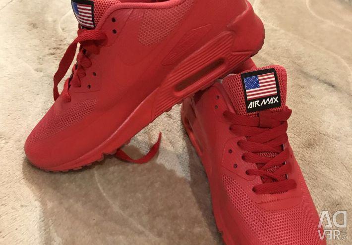 Yeni spor ayakkabılar 40 beden.
