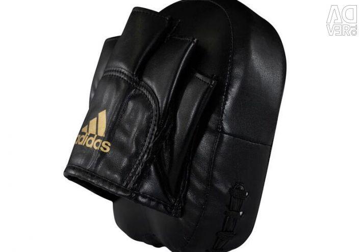 Lame tactice de Adidas