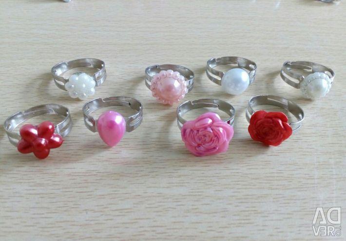 Παιδικά κοσμήματα σε σετ: σκουλαρίκια, κλιπ, δαχτυλίδια