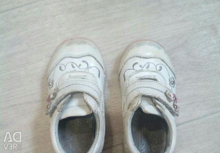 Віддам кросівки