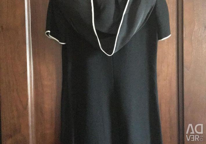 Rochie de seară cu glugă și arc.
