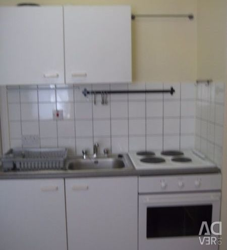 Medium sized studio flat in Westminster situated on the 1st floor- DSS Welcome (over 35 only)