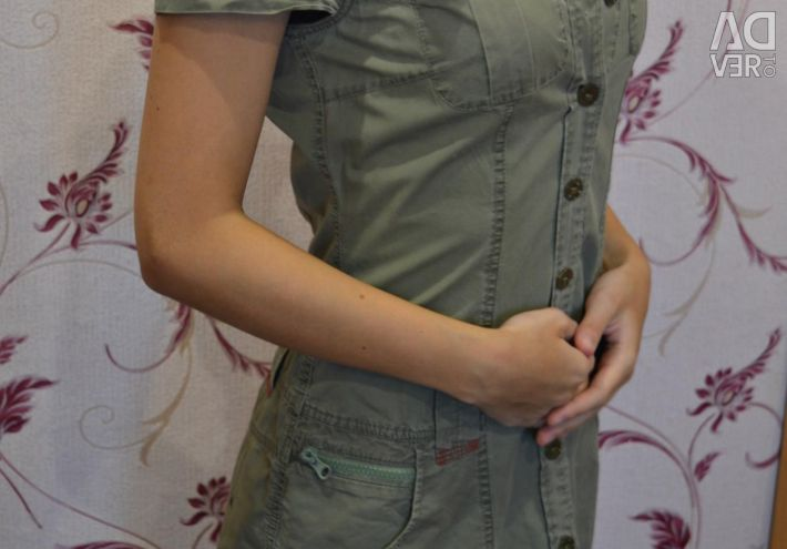 Dress with buttons in military style