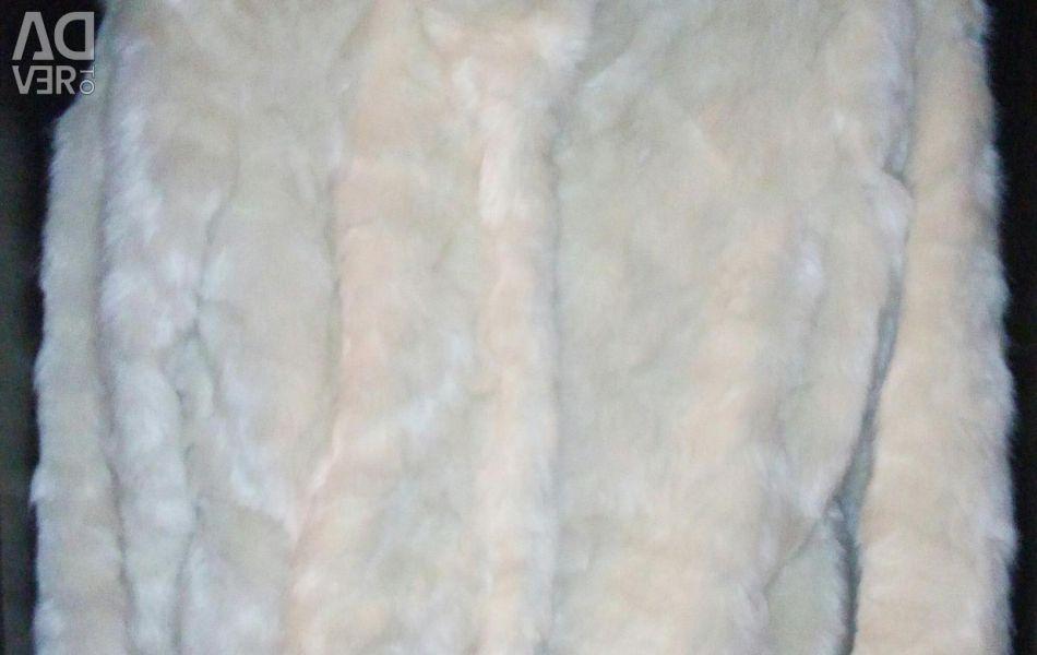 Sale / lease. A fur coat for a wedding.