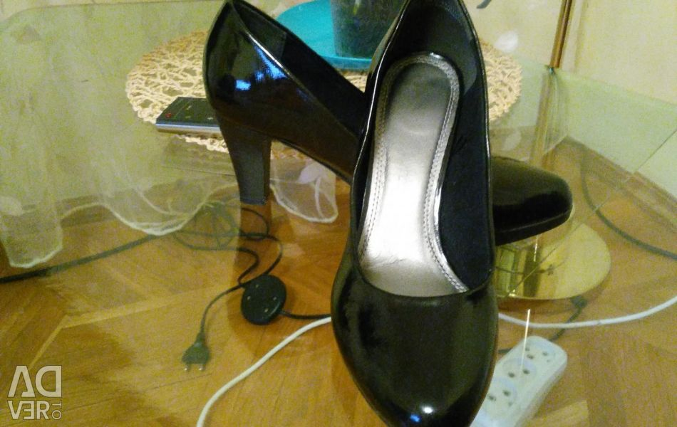 Selling shoes 36 r.