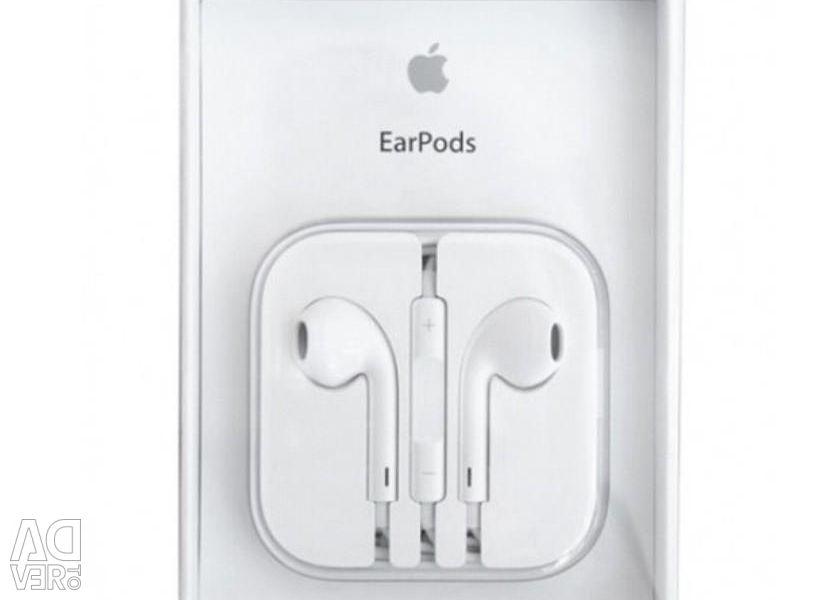 Original. Headphones Apple EarPods iPhone.