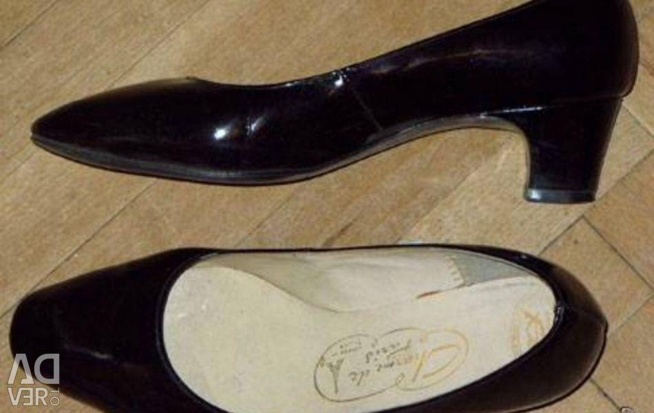 Pantofii de vopsea au aruncat nasul r 37-37.5.
