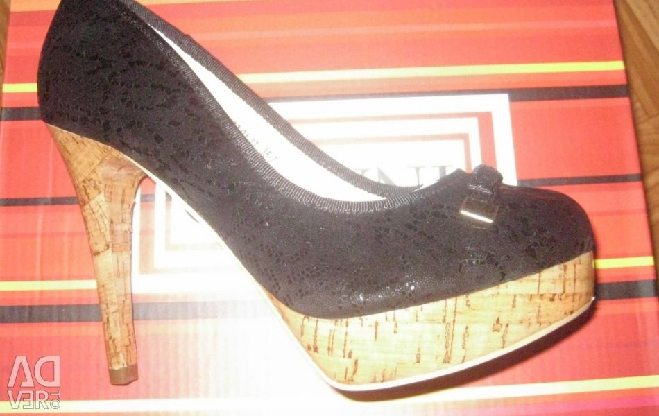 Selling new shoes