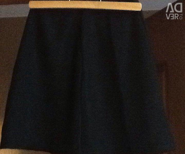 Σχολική φούστα, μήκους 42 cm.