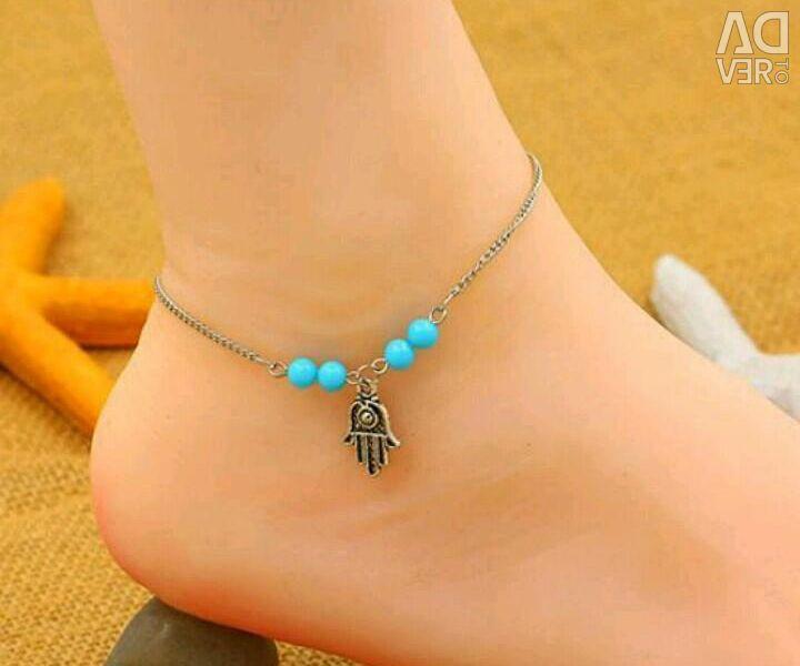 Bracelet on the leg