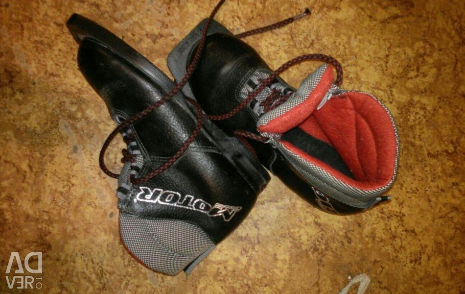Ski boots 35p