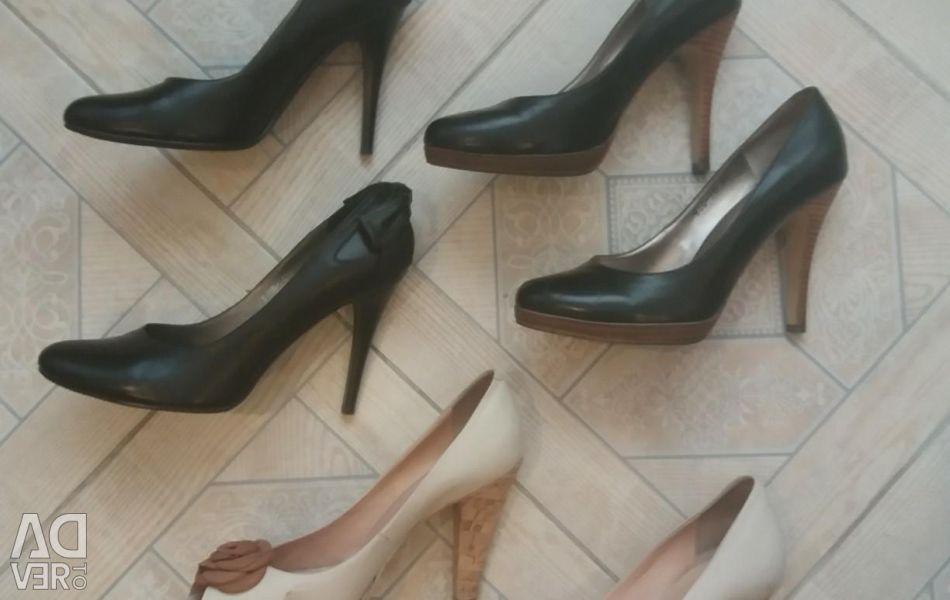 Pantofi. Piele. P 39/40