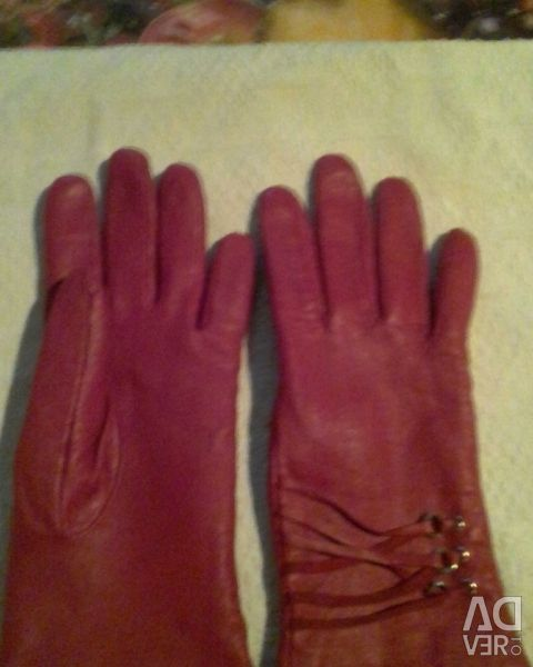 Gloves of skin.