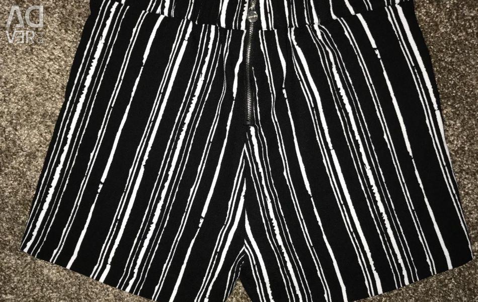 Shorts with a high waist