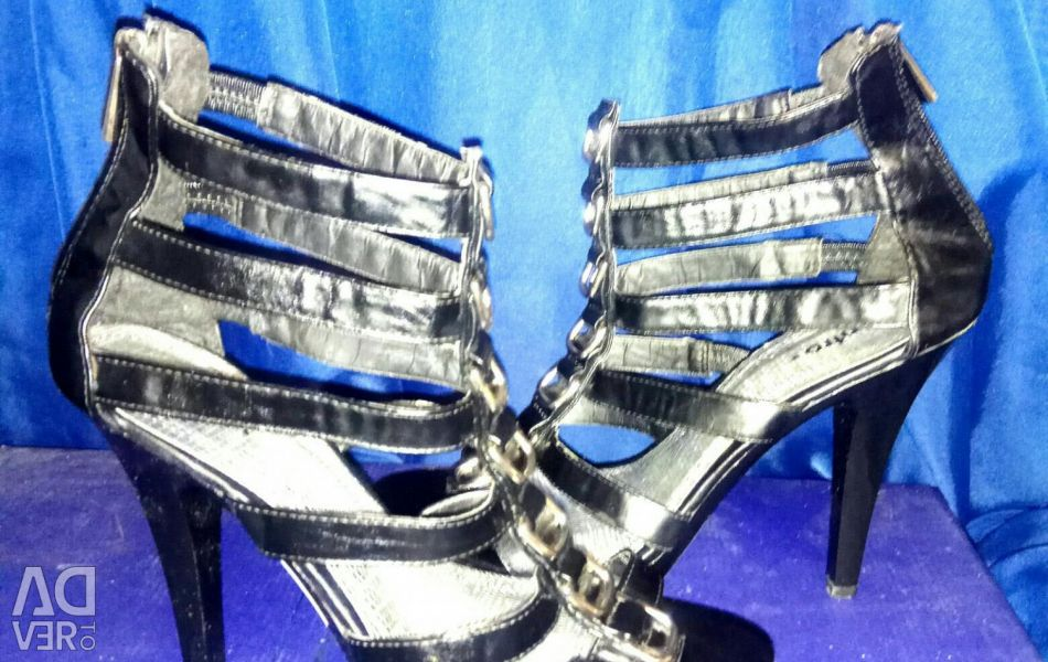 Leather sandals. New ones. RR: 39