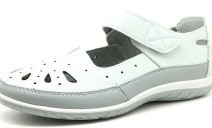 Sandale noi vinde