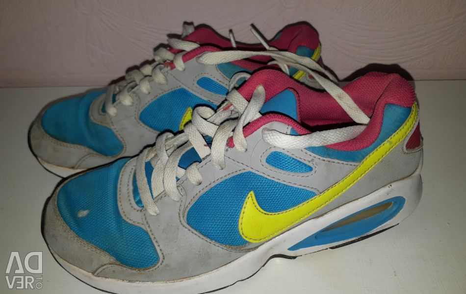 Sneakers Nike 38 size running for a girl