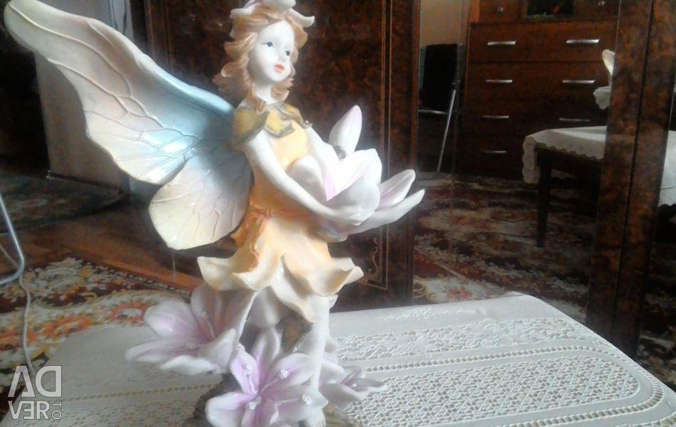 Vand o statuetă foarte frumoasă.